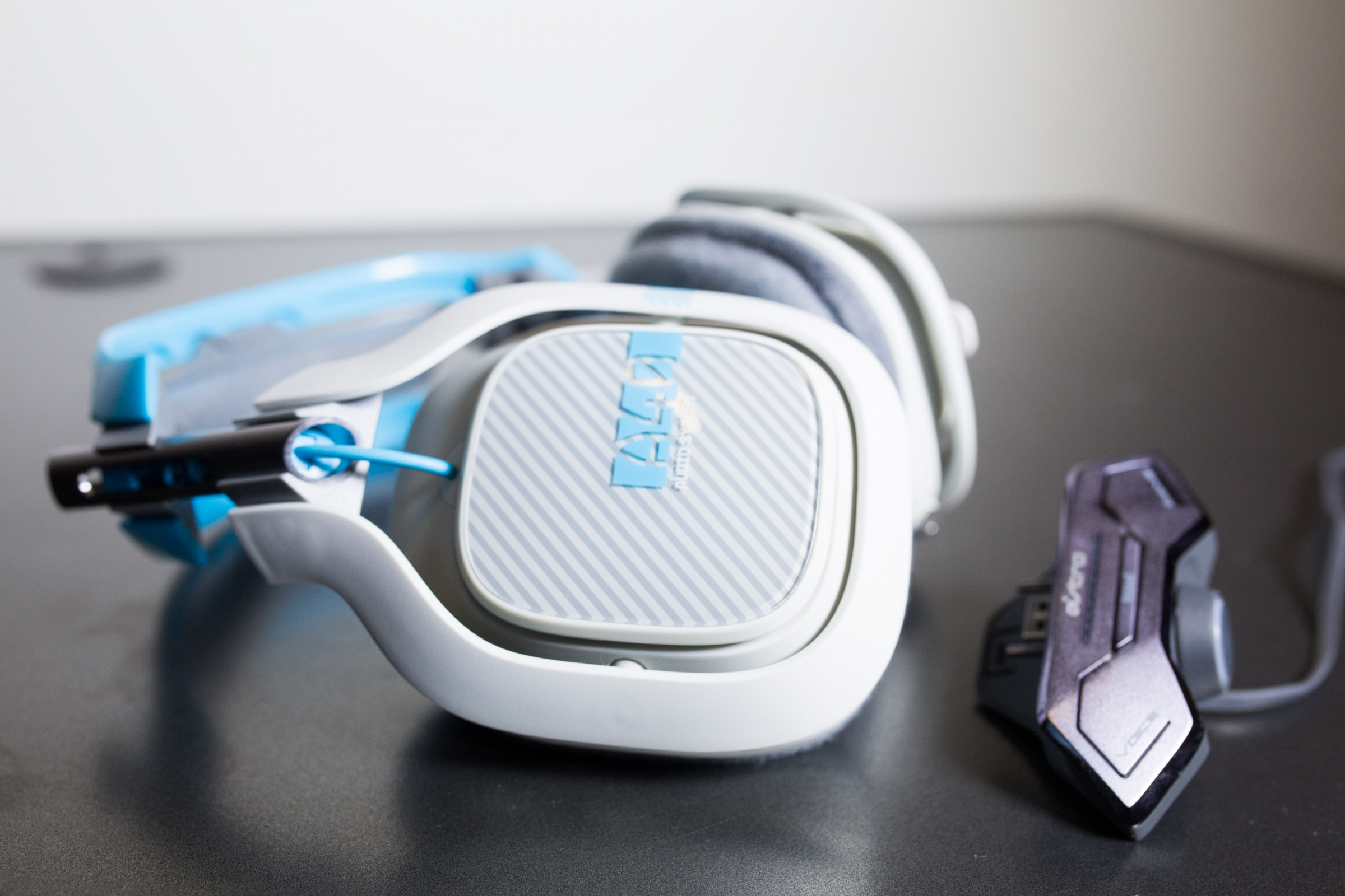 Blue/White A40